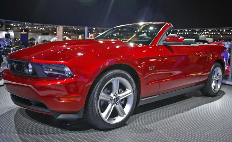 2010 Ford Mustang GT convertible - Slide 1