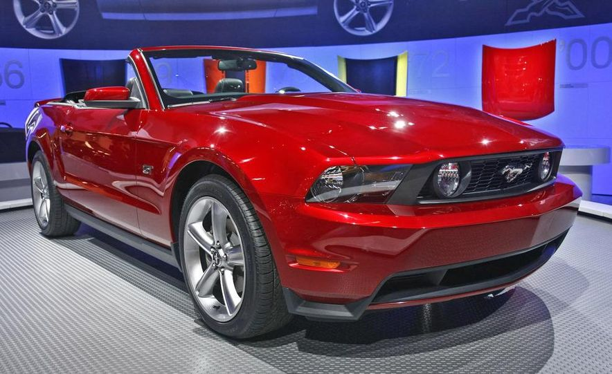 2010 Ford Mustang GT convertible - Slide 3