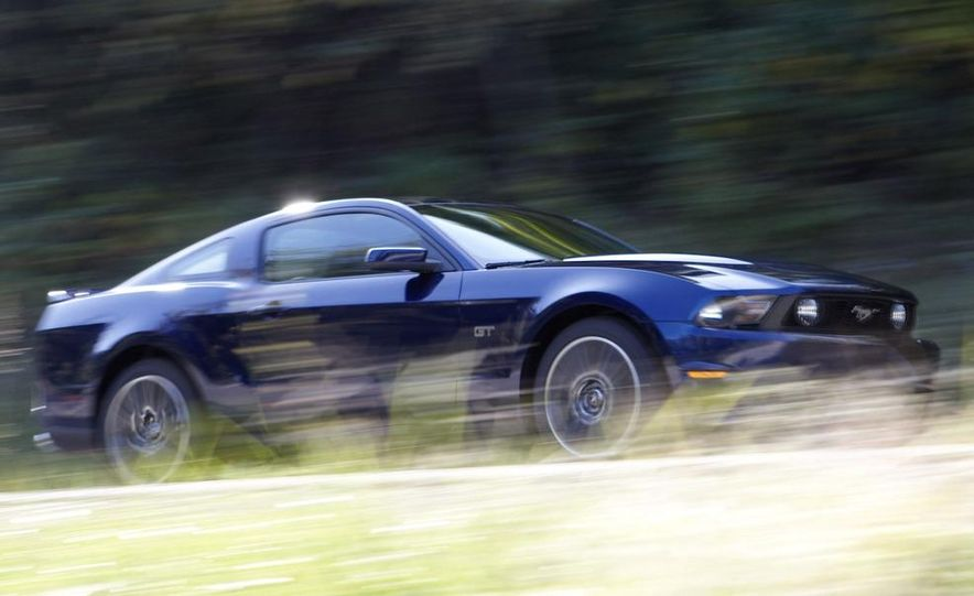 2010 Ford Mustang GT convertible - Slide 23