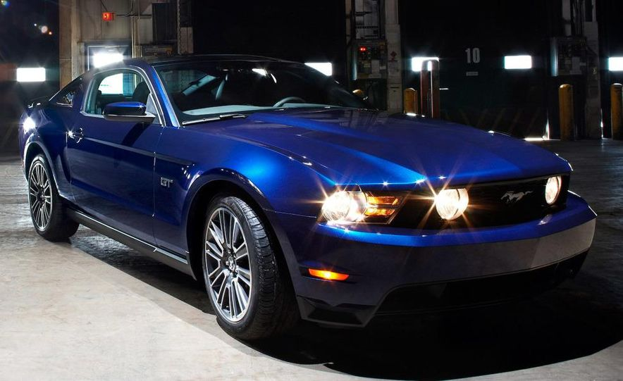 2010 Ford Mustang GT convertible - Slide 17