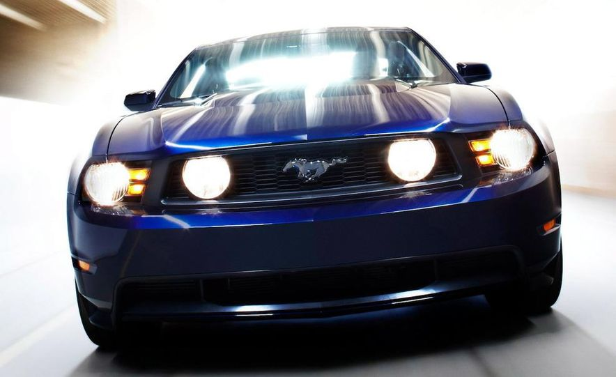 2010 Ford Mustang GT convertible - Slide 16