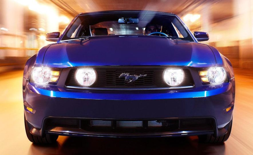 2010 Ford Mustang GT convertible - Slide 15