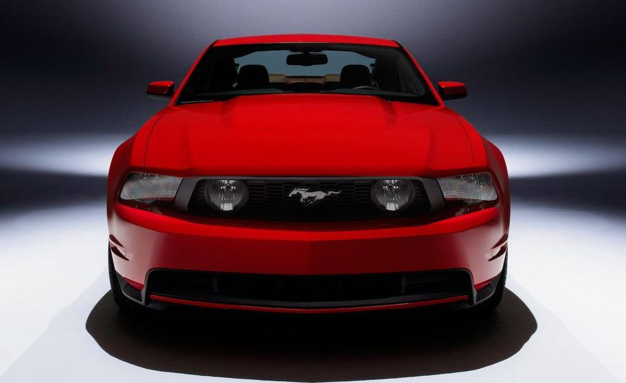 2010 Ford Mustang GT convertible - Slide 33