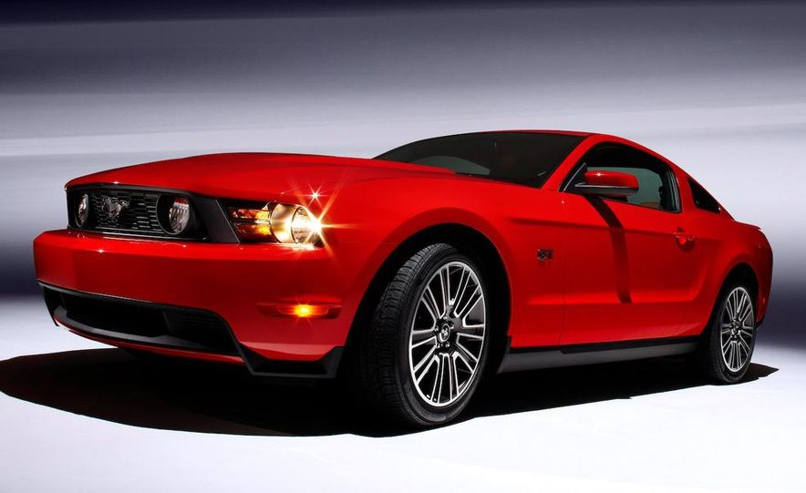 2010 Ford Mustang GT convertible - Slide 36