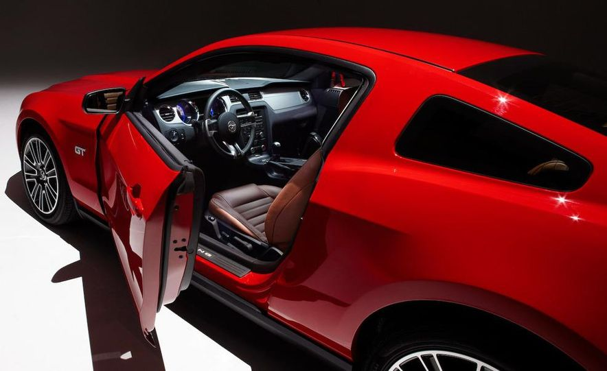 2010 Ford Mustang GT convertible - Slide 40