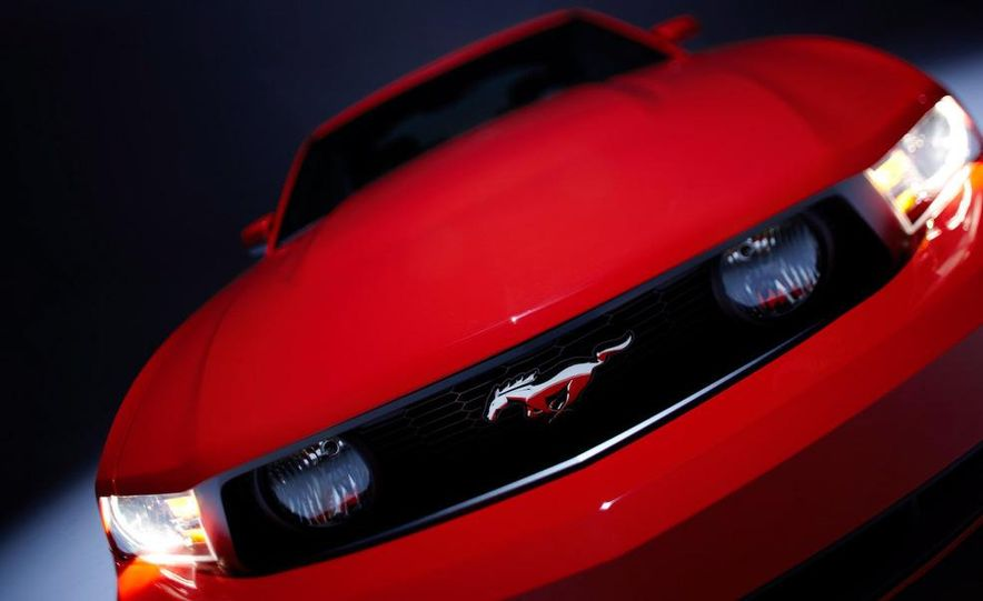 2010 Ford Mustang GT convertible - Slide 29
