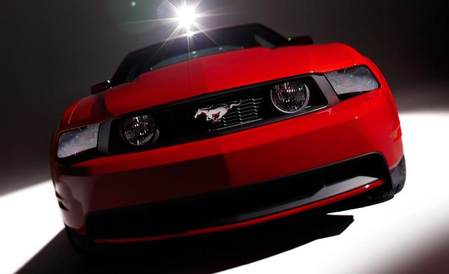 2010 Ford Mustang GT convertible - Slide 27