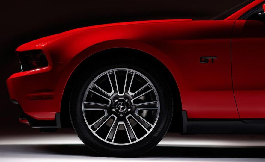 2010 Ford Mustang GT convertible - Slide 41