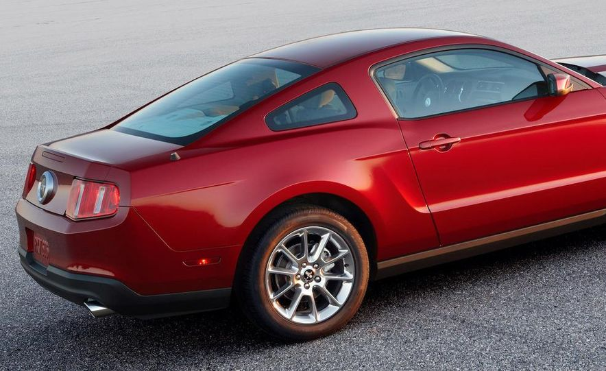 2010 Ford Mustang GT convertible - Slide 32