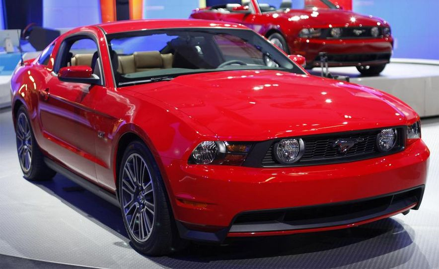 2010 Ford Mustang GT convertible - Slide 12