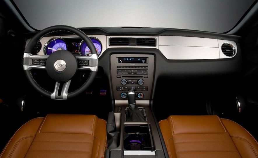 2010 Ford Mustang GT convertible - Slide 52