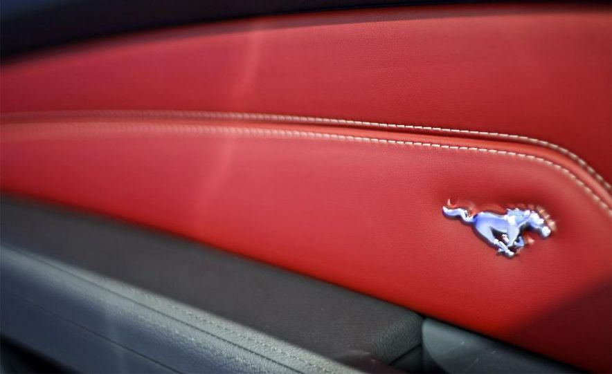 2010 Ford Mustang GT convertible - Slide 6