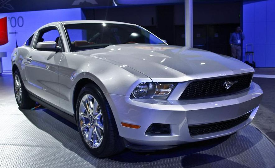 2010 Ford Mustang GT convertible - Slide 8