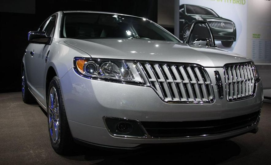 2010 Lincoln MKZ - Slide 1