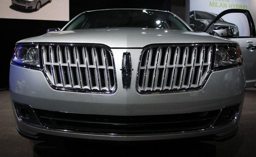 2010 Lincoln MKZ - Slide 2