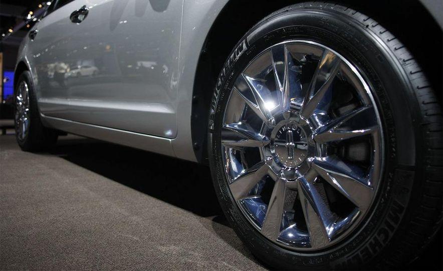 2010 Lincoln MKZ - Slide 8