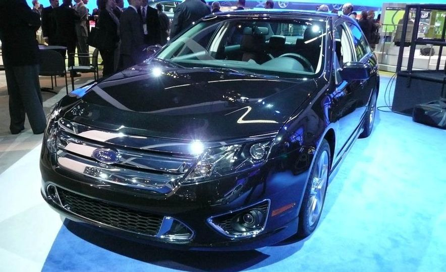 2010 Ford Fusion Sport - Slide 2