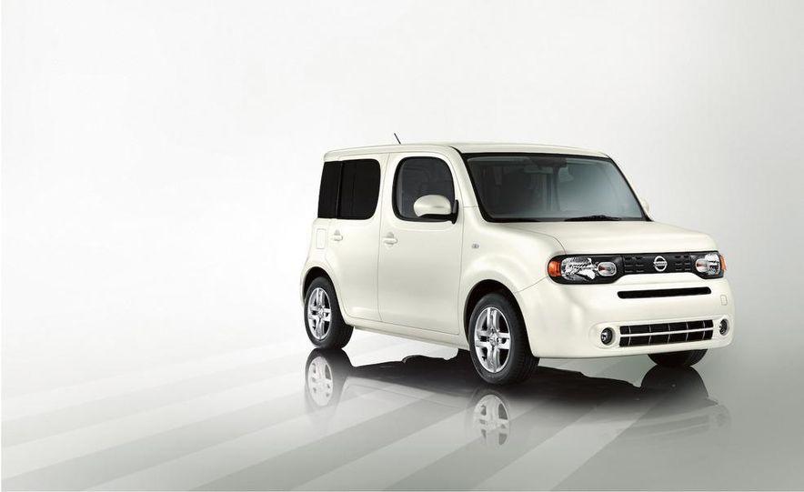 2010 Nissan Cube - Slide 3