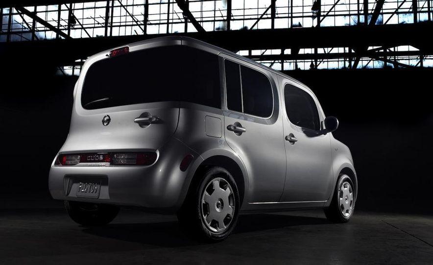 2010 Nissan Cube - Slide 24
