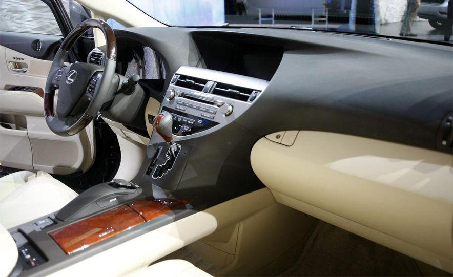 2010 Lexus RX350 - Slide 21