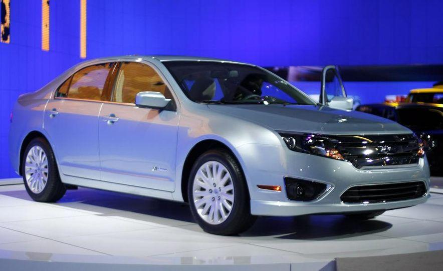 2010 Ford Fusion hybrid - Slide 1