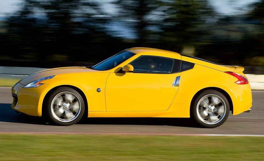 2009 Nissan 370Z coupe - Slide 17