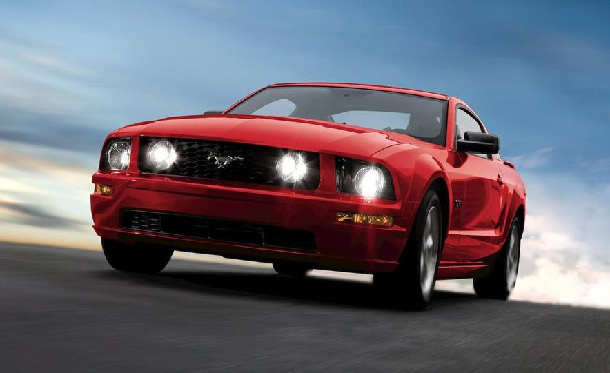 2009 Ford Mustang coupe - Slide 18