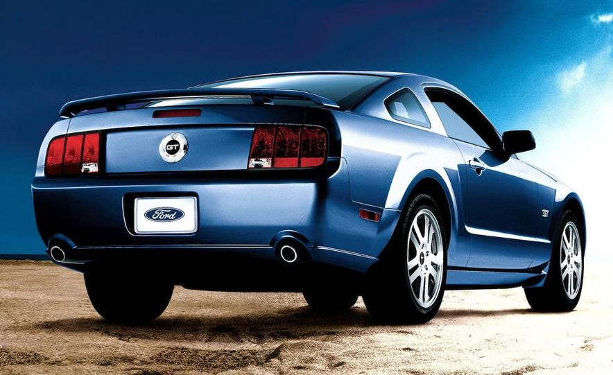 2009 Ford Mustang coupe - Slide 26