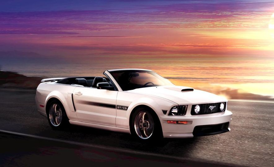 2009 Ford Mustang coupe - Slide 13