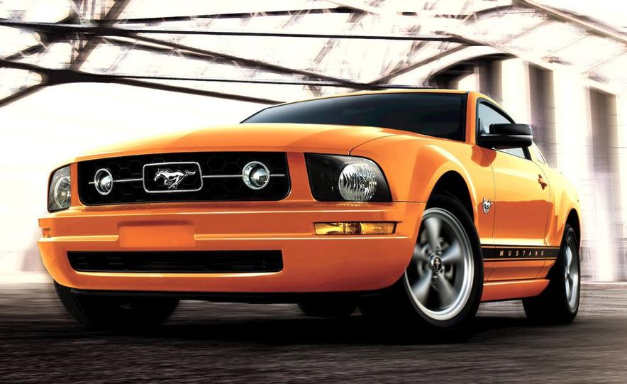 2009 Ford Mustang coupe - Slide 2