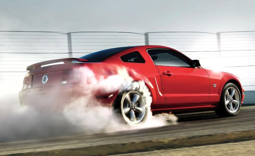 2009 Ford Mustang coupe - Slide 1