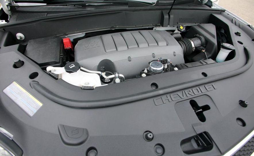 2009 Chevrolet Traverse 3.6-liter direct-injection V-6 engine - Slide 1