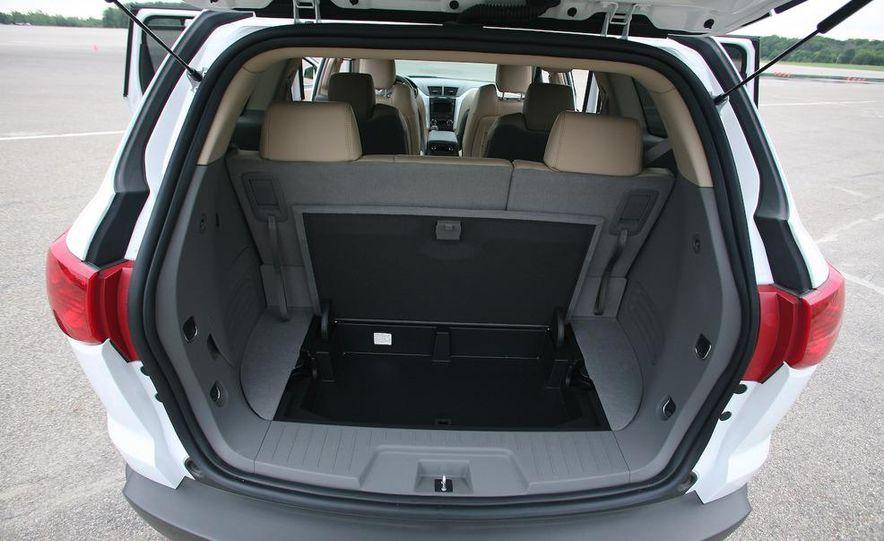 2009 Chevrolet Traverse 3.6-liter direct-injection V-6 engine - Slide 9