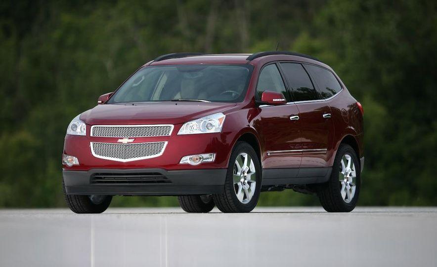 2009 Chevrolet Traverse 3.6-liter direct-injection V-6 engine - Slide 3