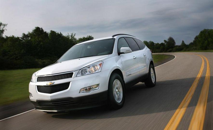 2009 Chevrolet Traverse 3.6-liter direct-injection V-6 engine - Slide 6