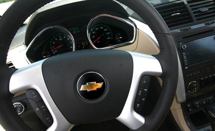 2009 Chevrolet Traverse 3.6-liter direct-injection V-6 engine - Slide 14
