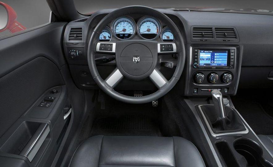 2009 Dodge Challenger SE - Slide 12