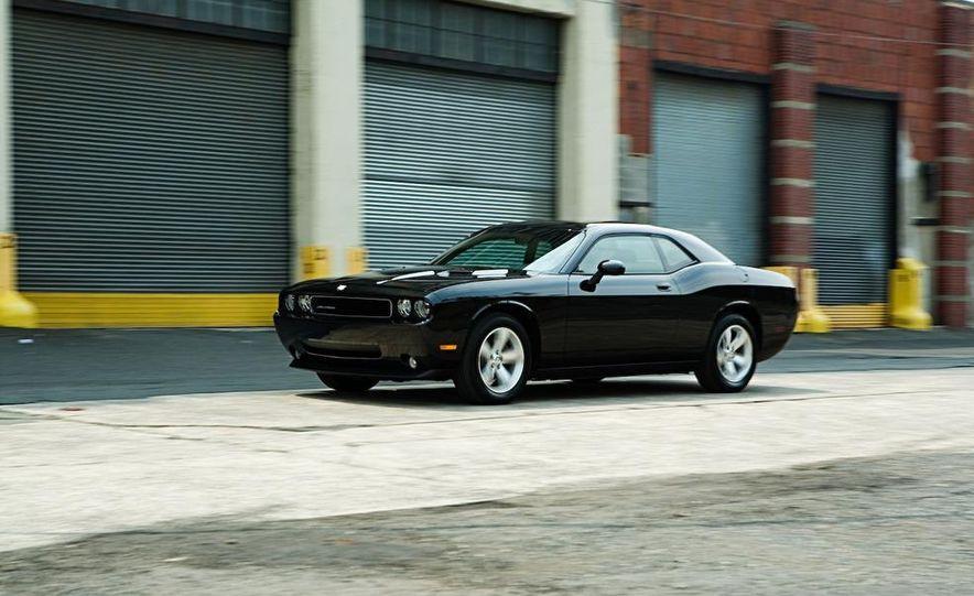 2009 Dodge Challenger SE - Slide 3