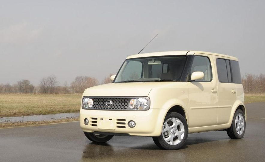 Technical Mermaid, Mike Austin, chills in the 2008 Nissan Cube e-4WD (Japanese spec) interior. - Slide 1