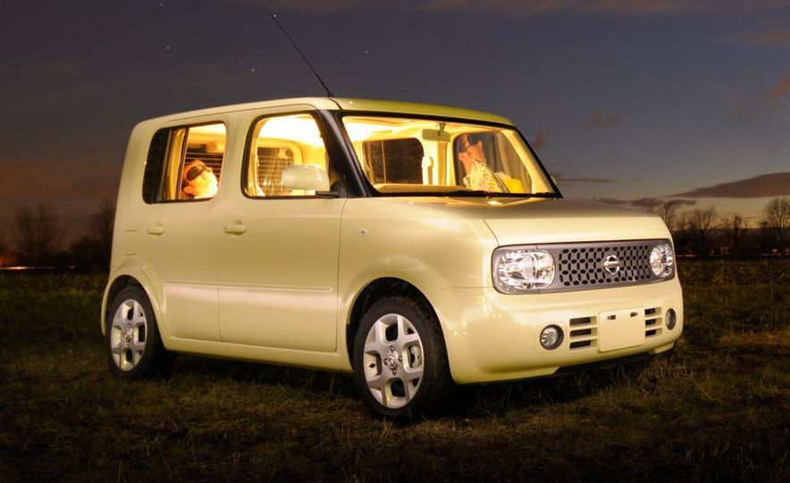 Technical Mermaid, Mike Austin, chills in the 2008 Nissan Cube e-4WD (Japanese spec) interior. - Slide 22