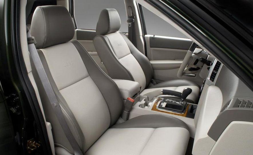 2008 Jeep Wrangler interior - Slide 18