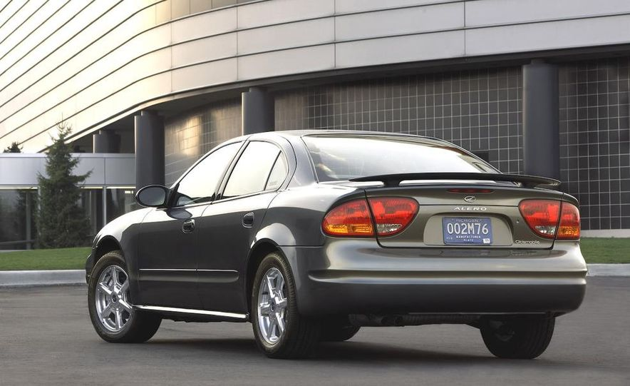 2002 Oldsmobile Intrigue - Slide 2
