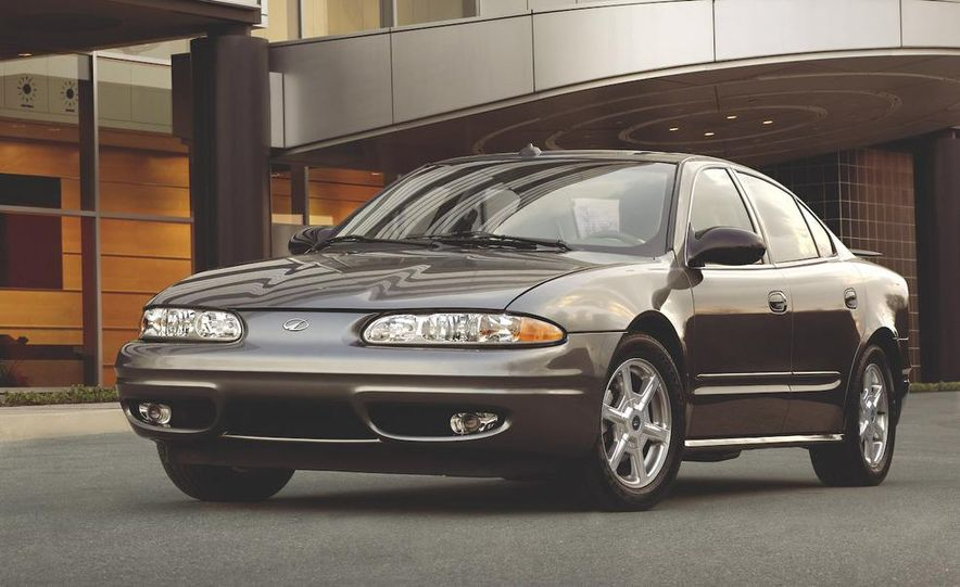 2002 Oldsmobile Intrigue - Slide 3