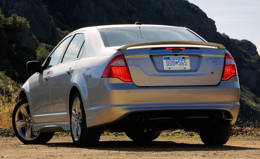 2010 Ford Fusion Sport AWD - Slide 3
