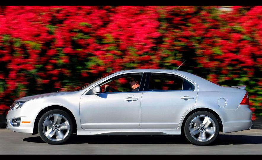 2010 Ford Fusion Sport AWD - Slide 5