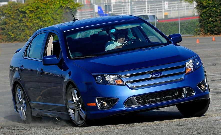 2010 Ford Fusion Sport AWD - Slide 6