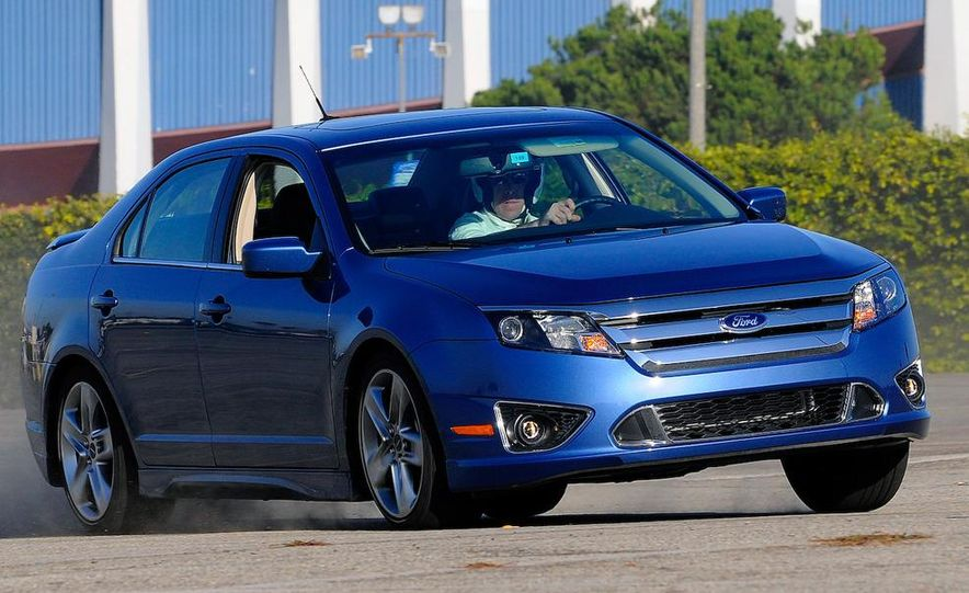 2010 Ford Fusion Sport AWD - Slide 7