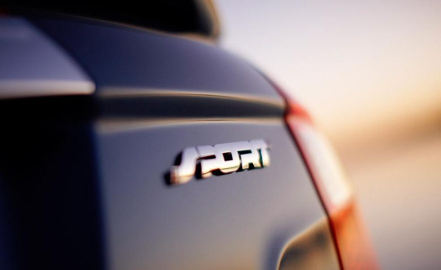 2010 Ford Fusion Sport AWD - Slide 16