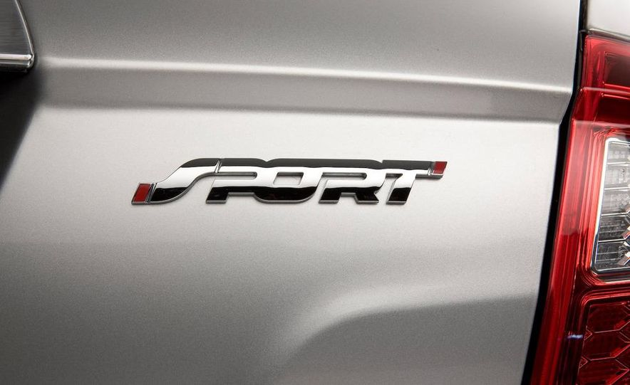 2010 Ford Fusion Sport AWD - Slide 21