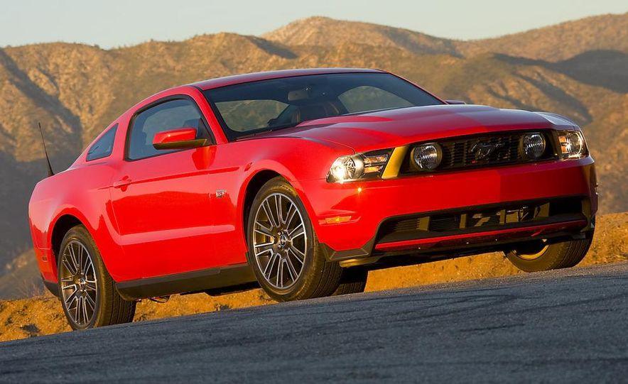 2010 Ford Mustang GT coupe - Slide 3